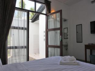 Basaga Holiday Residences Kuching - Courtyard Queen with Open Shower