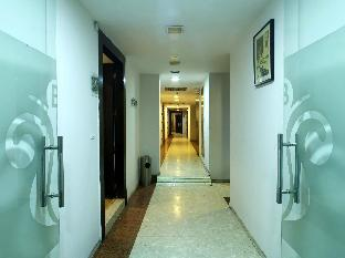 White Klove Hotel