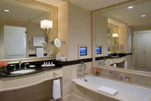 ➦  Peninsula Hotels    (New York) customer rating