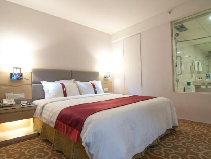 Holiday Inn Wuhan Riverside photo 2