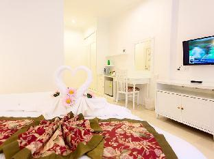 Amarin Resort guestroom junior suite