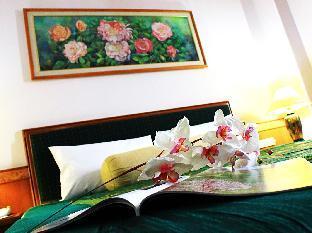 Asian Hotel guestroom junior suite