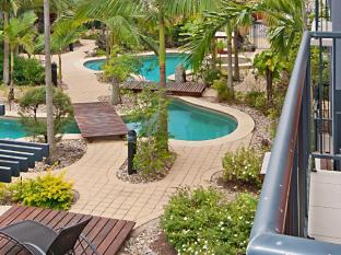 Southern Cross Atrium Apartments Cairns - Pool View