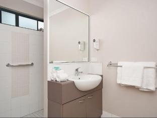 Southern Cross Atrium Apartments Cairns - Bathroom
