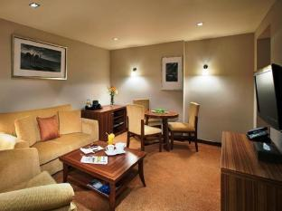 City Seasons Al Hamra Hotel Abu Dhabi - Executive Suite Living Room