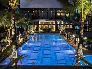 saturday pool suites