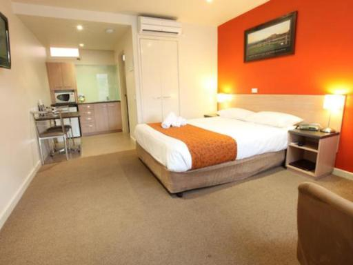 Best guest rating in Mansfield ➦ The Delatite Hotel takes PayPal