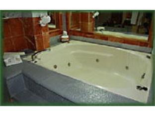 โรงแรมคาซากรานเดแอโรปูเอโตแอนด์เซนโทร เด เนโกรซิส กวาดาลาฮารา - อ่างอาบน้ำร้อน
