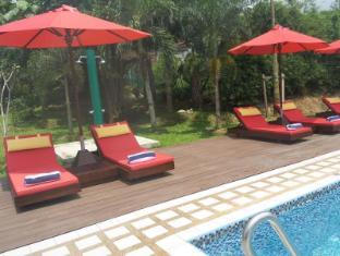 M Suites Hotel Johor Bahru - Swimming Pool
