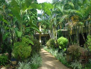 Bay Village Tropical Retreat & Apartments Cairns - Garden
