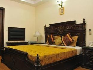 Hotel Today International New Delhi and NCR - Super Deluxe Room