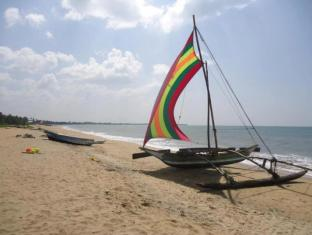 Paradise Beach Hotel Negombo - Catamarans on the beach