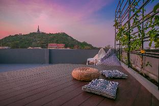 Chedi View Hostel & Rooftop Bar