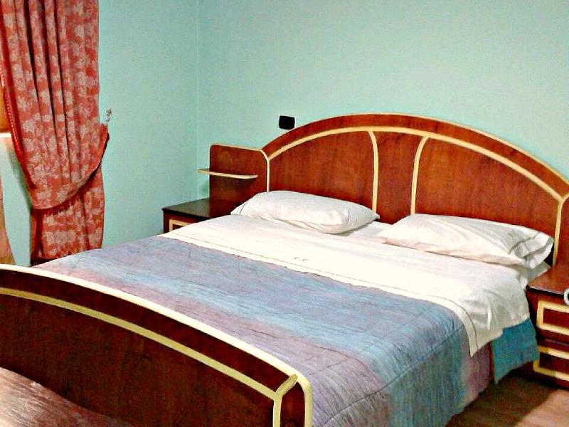 Meg Klaus Hotel