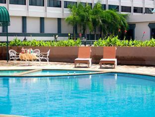 โรงแรมลา ปาโลมา พิษณุโลก - สระว่ายน้ำ