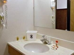 Super 8 Ashland Hotel Ashland (OR) - Bathroom