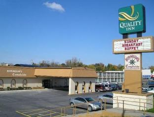 Quality Inn Hotel in ➦ Newark (NY) ➦ accepts PayPal