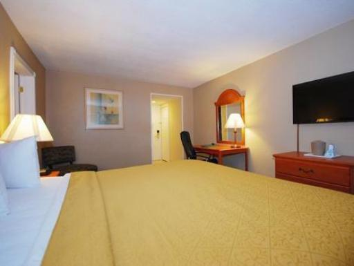 Quality Inn hotel accepts paypal in Massena (NY)