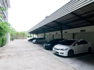 Ploen Pattaya Residence Pattaya - On side parking