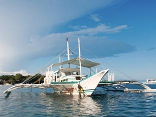 Oasis Beach & Dive Resort Panglao Island - Seaquest Dive Boat
