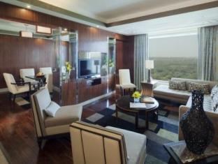 Crowne Plaza Hotel New Delhi Okhla New Delhi and NCR - Deluxe Suite