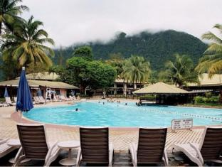 Damai Beach Resort Kuching - तरणताल