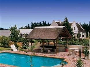 Bellevue Manor Holistic Wellness Retreat Stellenbosch - Pool Area