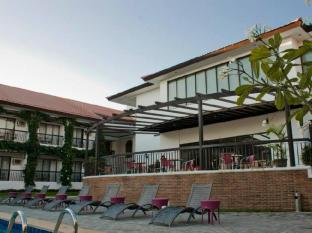 Plaza Del Norte Hotel and Convention Center Laoag - Hotel z zewnątrz
