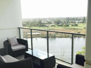 Swan Riverside Luxury Apartment Perth - lounge chairs on balcony