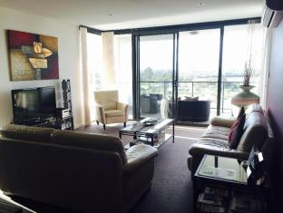 Swan Riverside Luxury Apartment Perth - lounge room