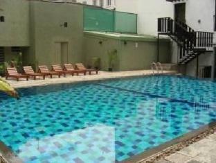 Hotel Casamara Kandy - Swimming Pool Area