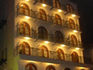 Hotel Casamara Kandy - Night image