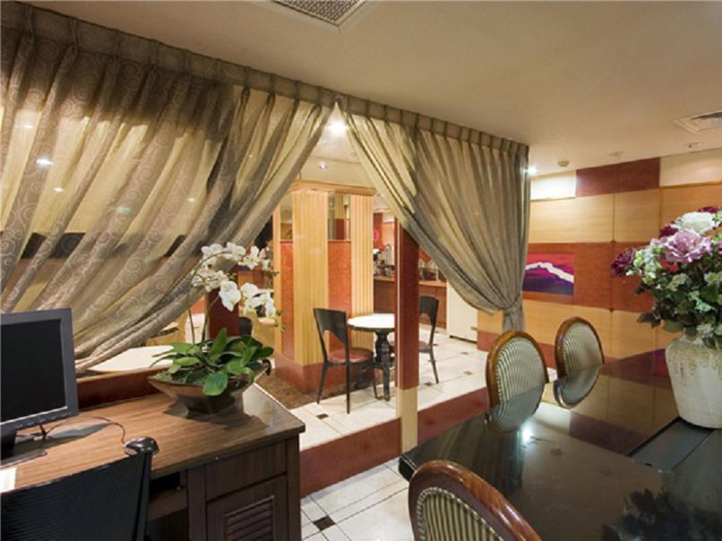 Taiwan Hotel Accommodation Cheap | Business Center