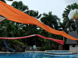 The Ritz Hotel at Garden Oases Davao City - Swimming Pool