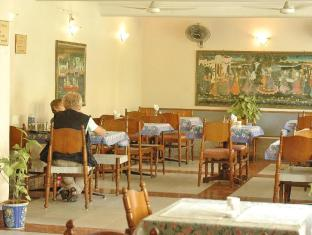 Hotel Arya Niwas Jaipur - AC Restaurant - North Indian & Continental Food