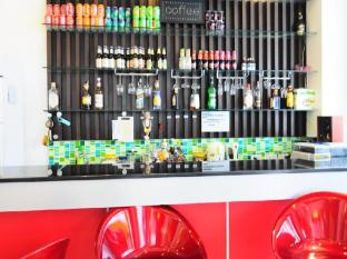 YK Patong Resort Phuket - bar/salon