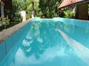 Alumbung Tropical Living Bohol - Piscina