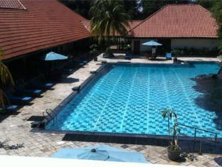 Country Woods Jakarta Jakarta - Swimming Pool
