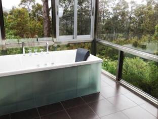 Harmony Hill Wellness and Organic Spa Retreat Hobart - Bathroom