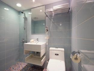 Plaza Hotel Taichung - Bathroom