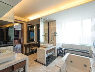 Radisson Blu Cebu Cebu - Presidential Suite Bathroom