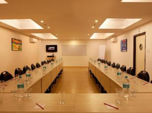 Red Fox Hotel-East Delhi New Delhi and NCR - Meeting Room