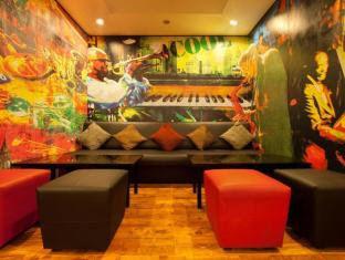 Red Fox Hotel-East Delhi New Delhi and NCR - Pub/Lounge