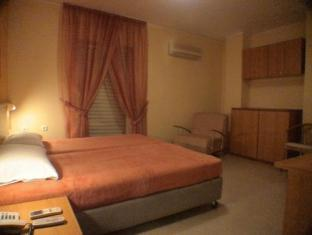 Family Inn Athens - Guest Room