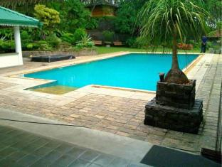 The Sanctuary Lodge Colombo - Swimming Pool