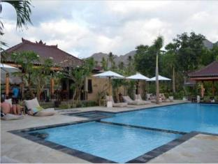 Tirta Sari Bungalow Bali - Swimming Pool