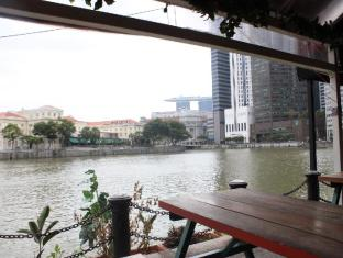 Prince of Wales Backpacker @ Boat Quay Singapore - Surroundings