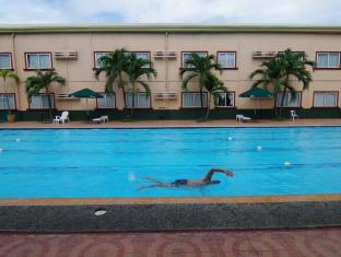 Holiday Spa Hotel Cebu City - Swimming Pool