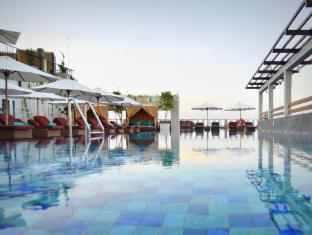The ONE Legian Hotel Bali - Swimmingpool