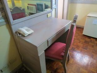Manila Manor Hotel Manila - Desk